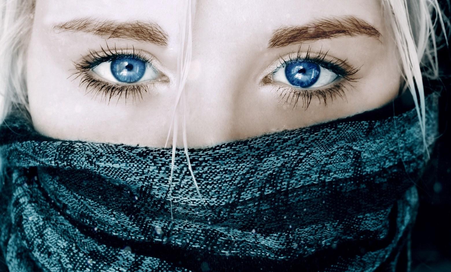 علامات جمال العيون للمرأة